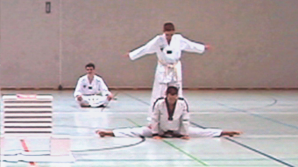! Extremes Stretching 01.jpg